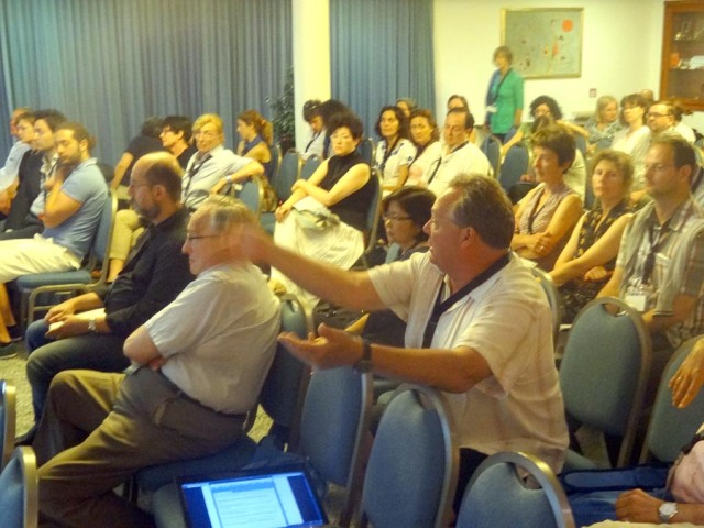 Jerry Taylor asks a question at a session cytogenetics Colloquium Ischia Italy
